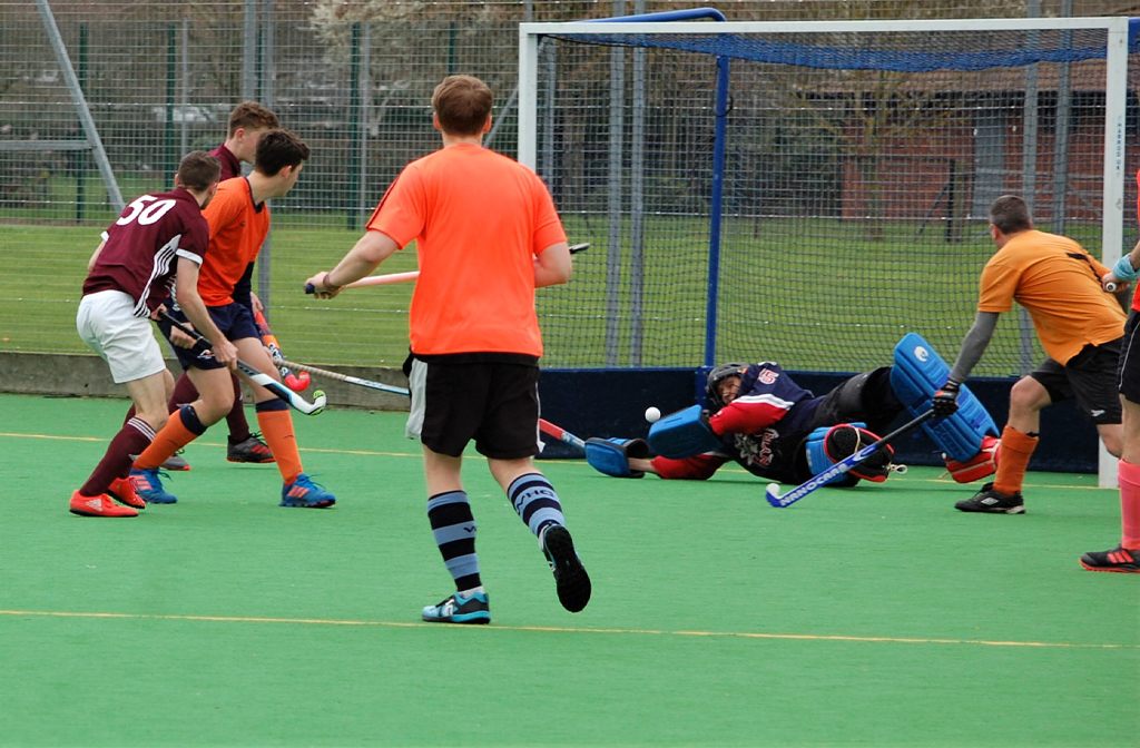 The Men's 4s slot the ball passed the keeper
