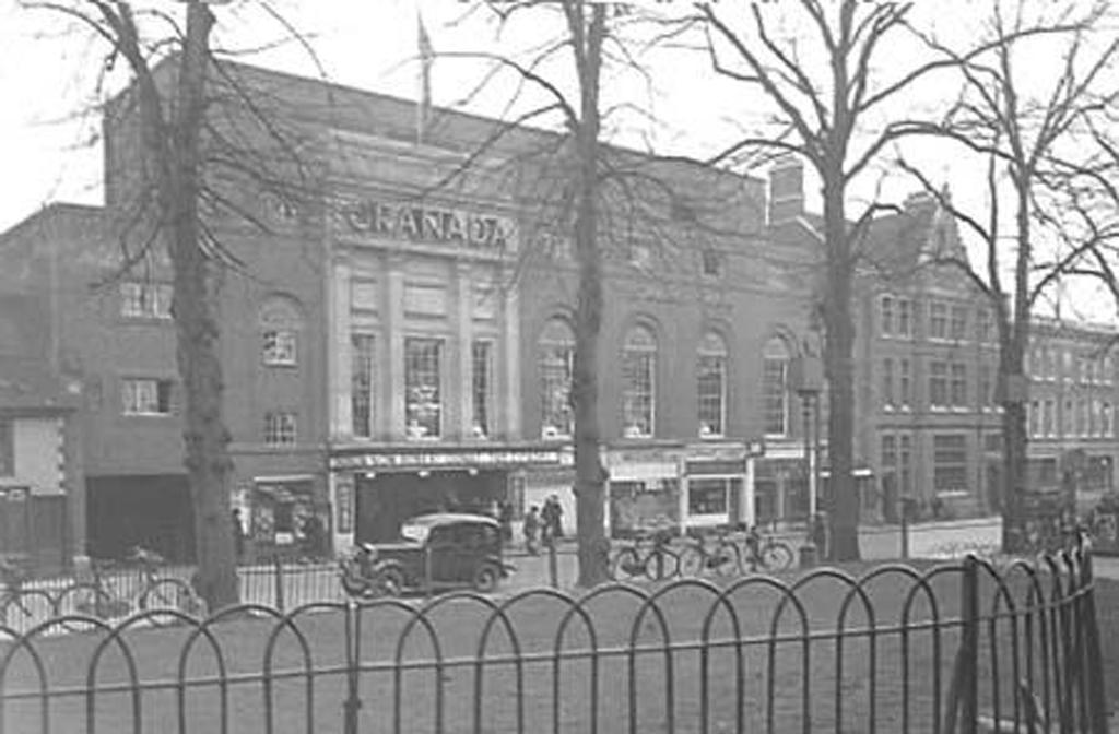 The Granada cinema c1939 Credit Josie L'Erario THE GRANADA CINEMA ST PETER`S STREET BEDFORD Facebook