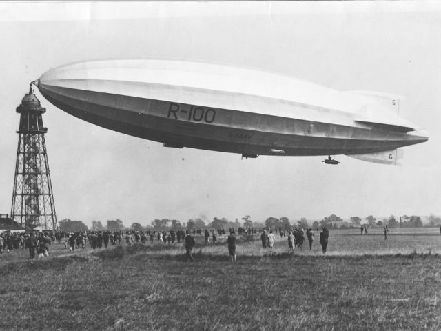 R100 on the Cardington Mast upon its return from Canada.
