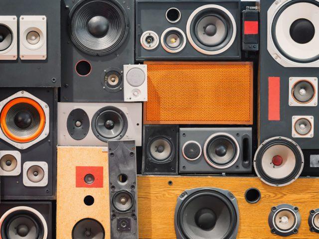 speakers noise