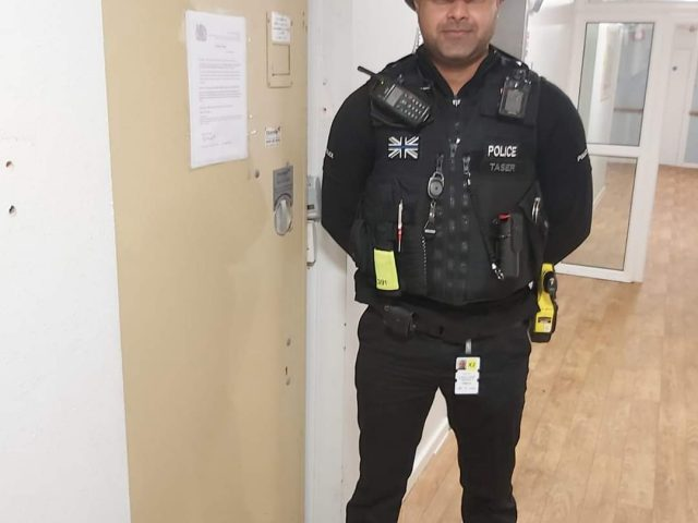 Bedford Community Officer at Chandos Court with the extended closure order.